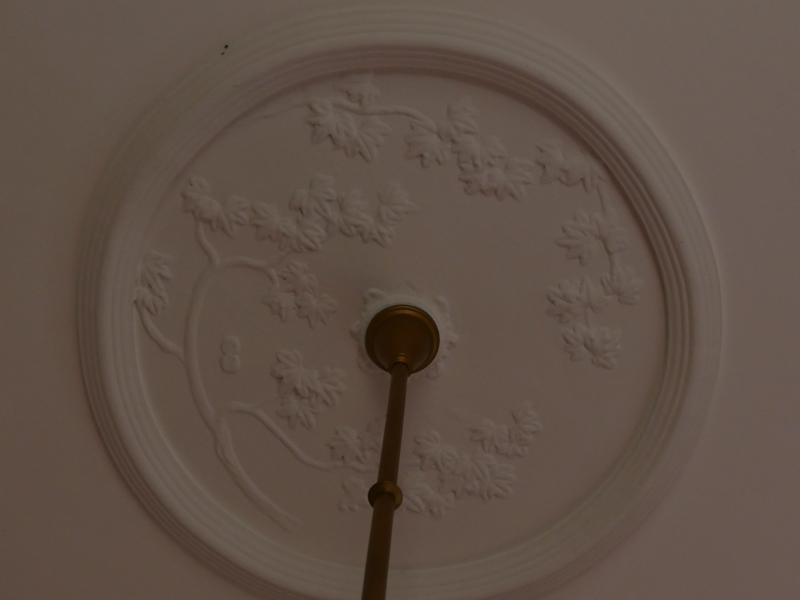 応接室天井のメダリオンの拡大写真